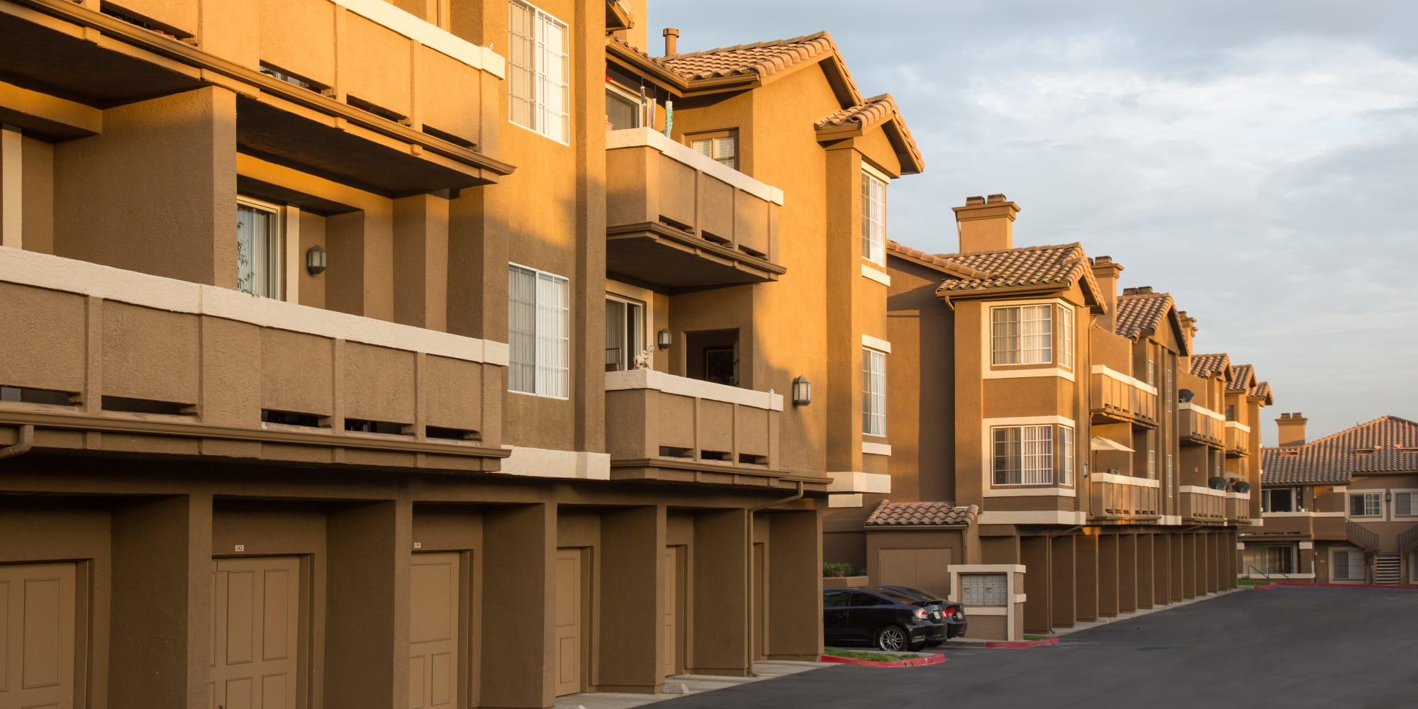 Foothill Ranch, California, apartments at Paloma Summit Condominium Rentals