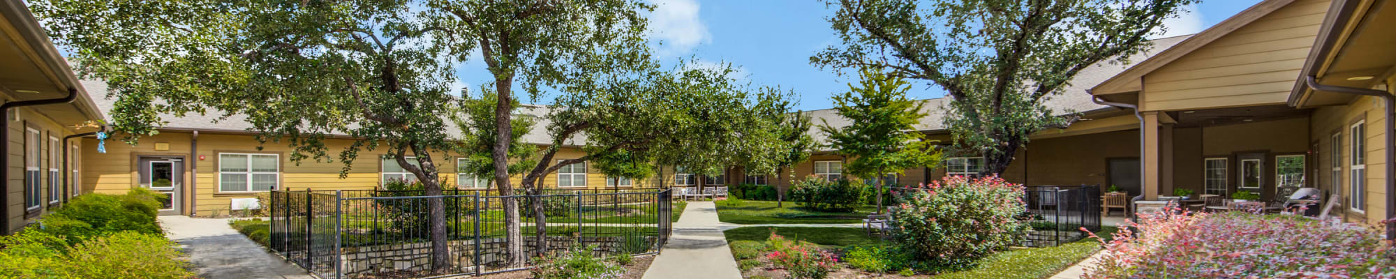 Features and amenities at The Landing at Stone Oak in San Antonio, Texas