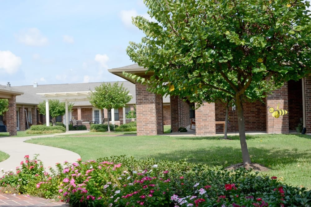Garden view of Discovery Commons At Spring Creek in Garland, Texas