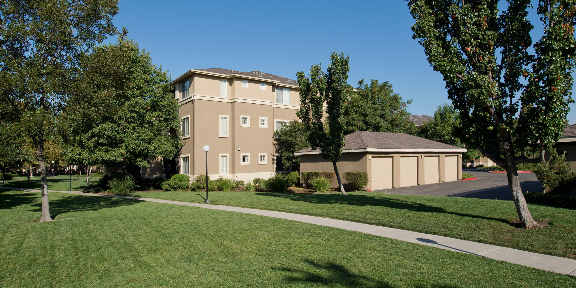 Antioch, California, apartments at Cross Pointe Apartment Homes