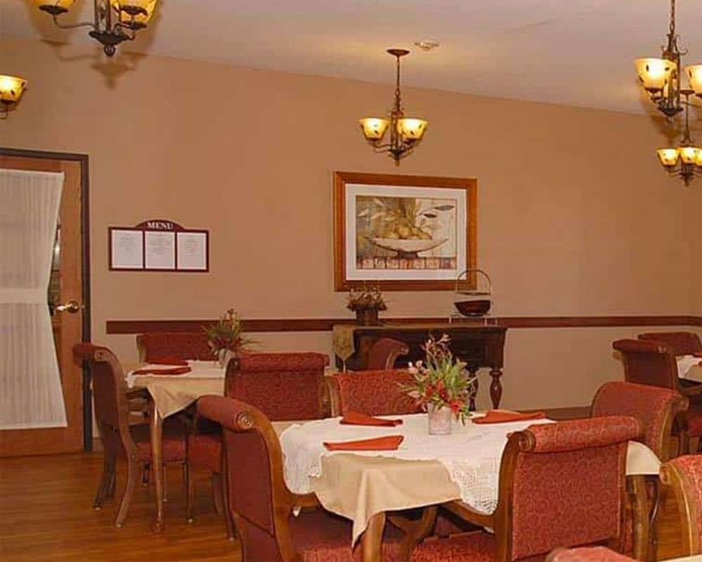 Large resident dining room at Milestone Senior Living in Eau Claire, Wisconsin.