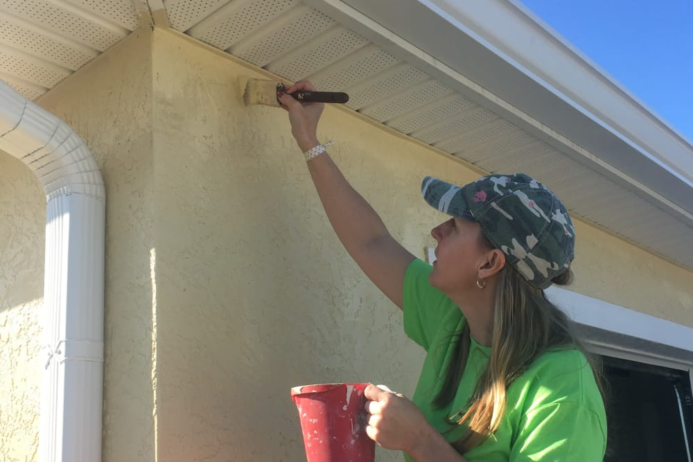 A lady painting a house at Discovery Senior Living in Bonita Springs, Florida