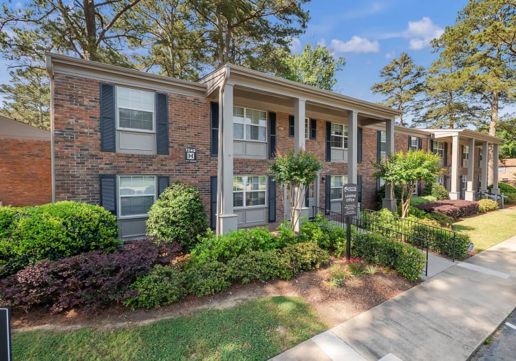 View of Redmond Chase Apartments, manicured lawns and access walkways in Rome, Georgia