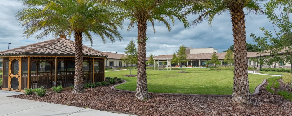 A courtyard at Inspired Living in Rockledge, Florida