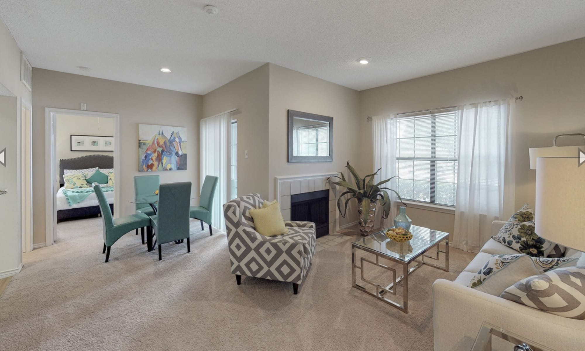 Apartments in Irving, Texas at Oaks Hackberry Creek