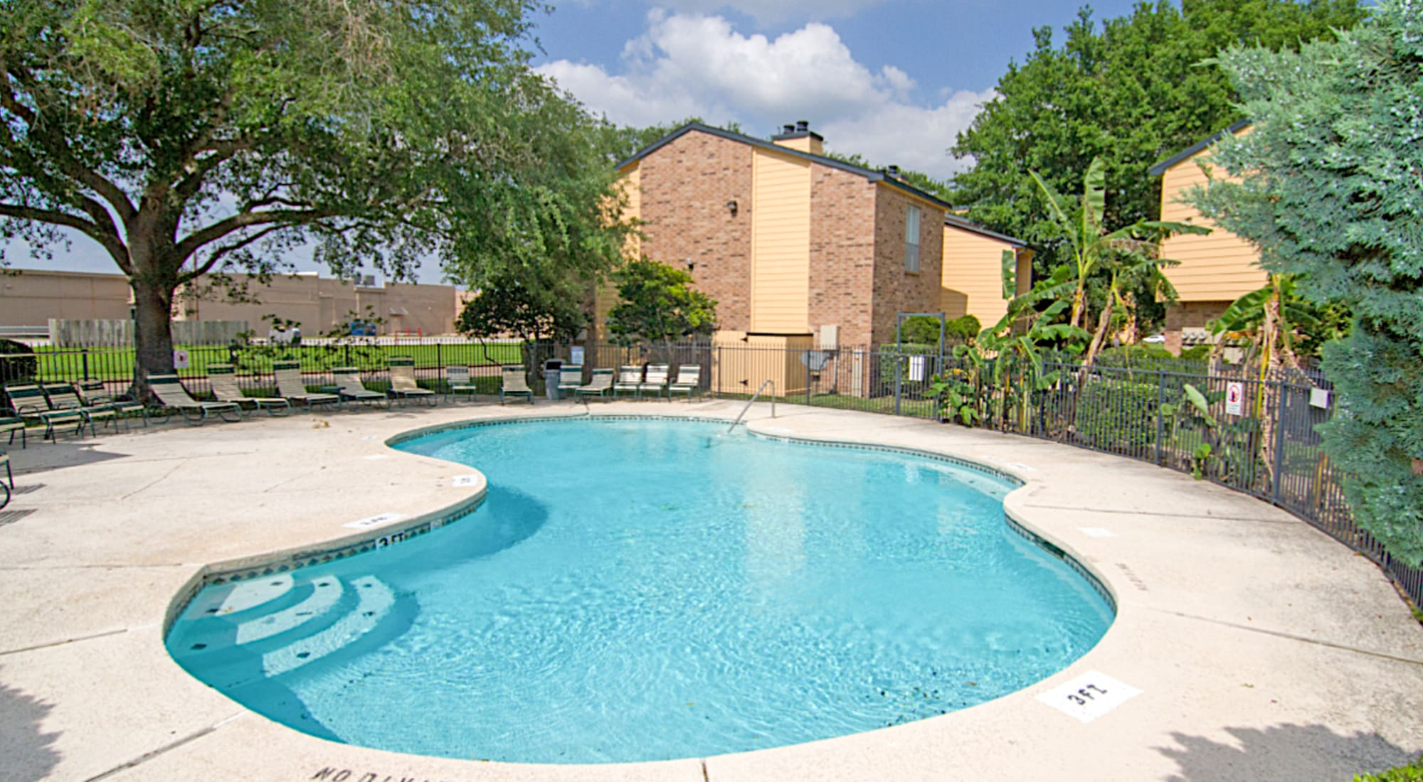 Meadow Park Apartments apartments in Alvin, TX