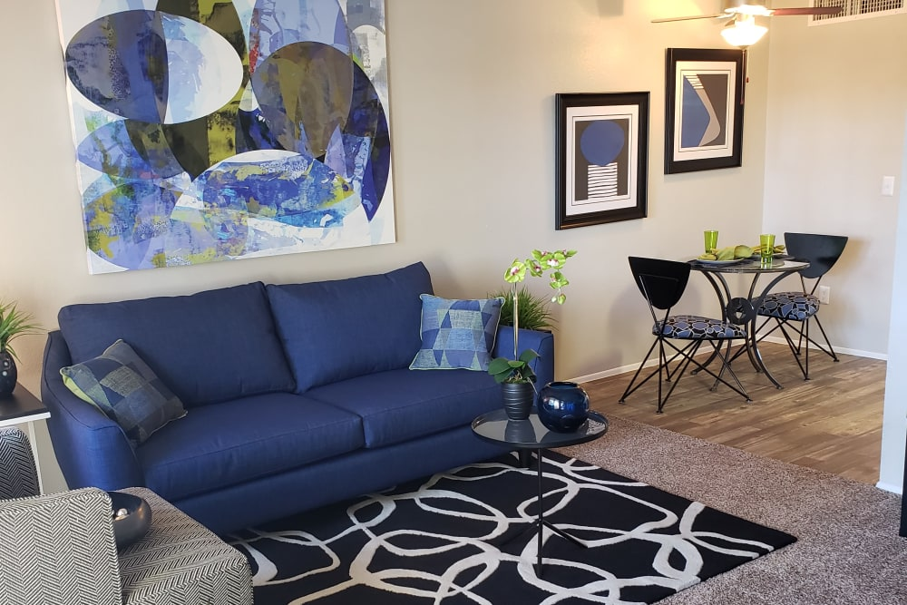 Verde Apartments offers a spacious living room in Tucson, Arizona