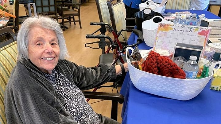Memory Care Residents Give Back