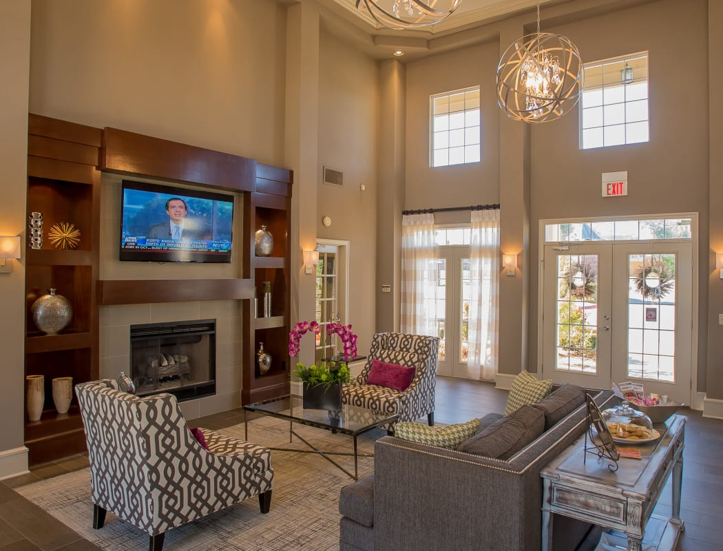 Clubhouse with vaulted ceilings at Crown Pointe Apartments in Oklahoma City, Oklahoma