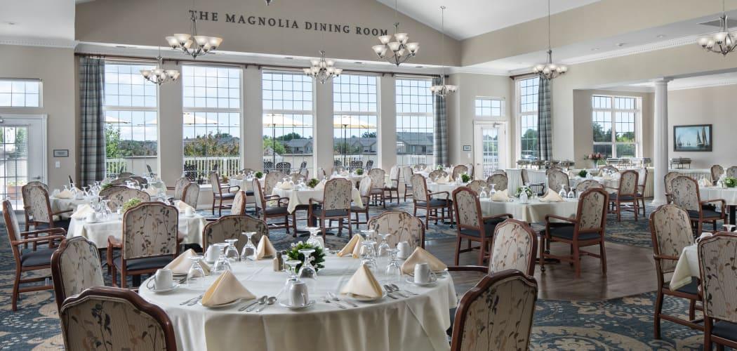 Dining room at Waltonwood Lakeside in Sterling Heights, MI
