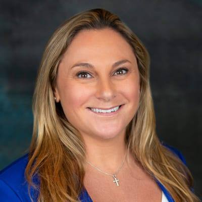 Click to read the bio of Lindsey Hacker of Inspired Living.