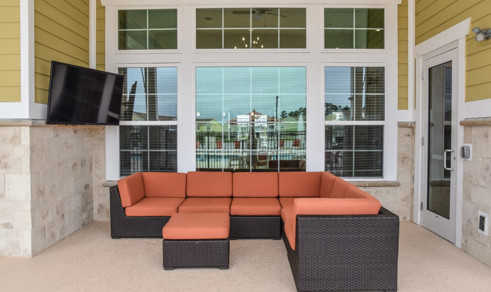 Outdoor seating at Springs at Port Charlotte in Port Charlotte