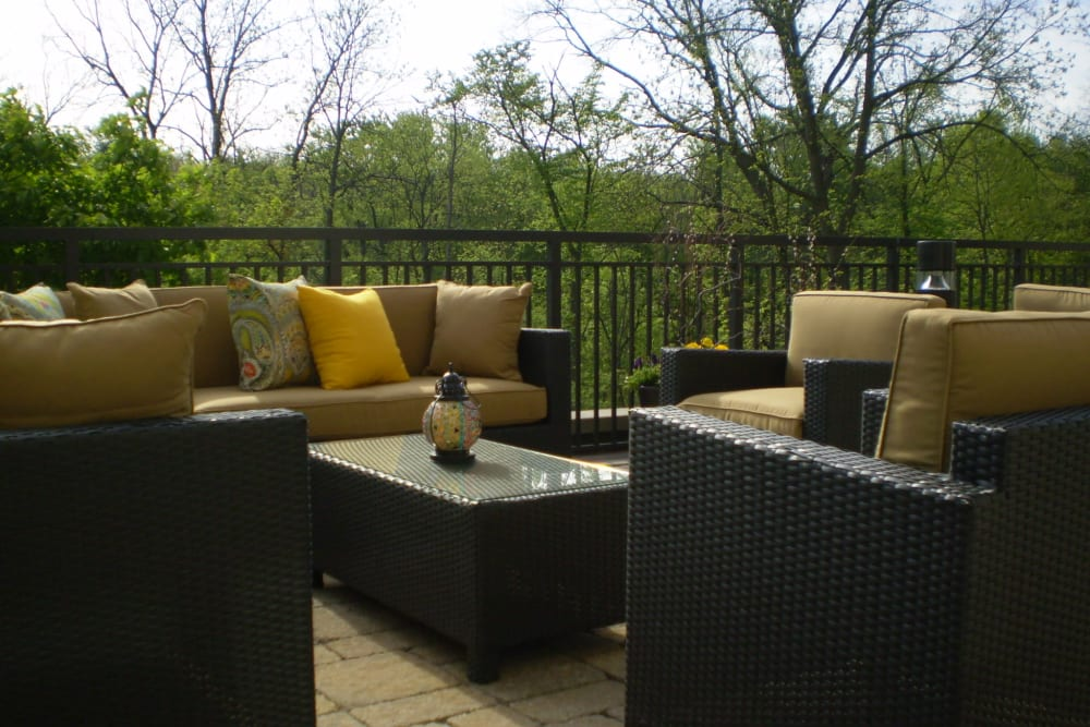 Resident outdoor lounge terrace at 301 Riverwalk Place in Buffalo Grove, Illinois