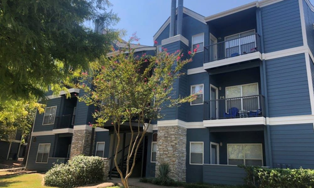 A row of apartments at The Pointe of Ridgeland in Ridgeland, MS