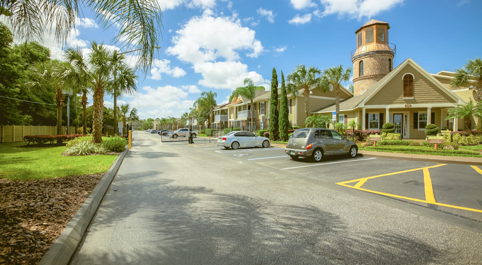 Neighborhood at Signal Pointe Apartment Homes in Winter Park, Florida
