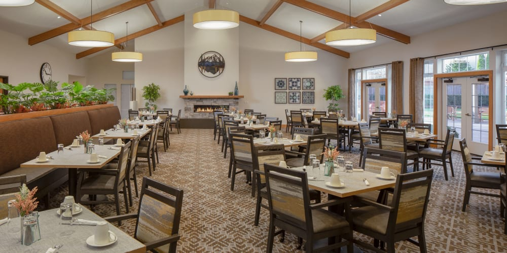 Independent living dinning room at The Springs at Clackamas Woods in Milwaukie, Oregon
