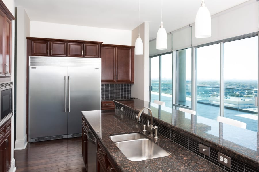 Beautiful spacious modern kitchen at The Heights at Park Lane's luxury swimming pool in Dallas, Texas