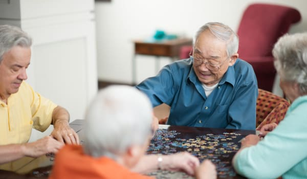 Residents playing with a puzzle at Amaran Senior Living in Albuquerque, New Mexico.