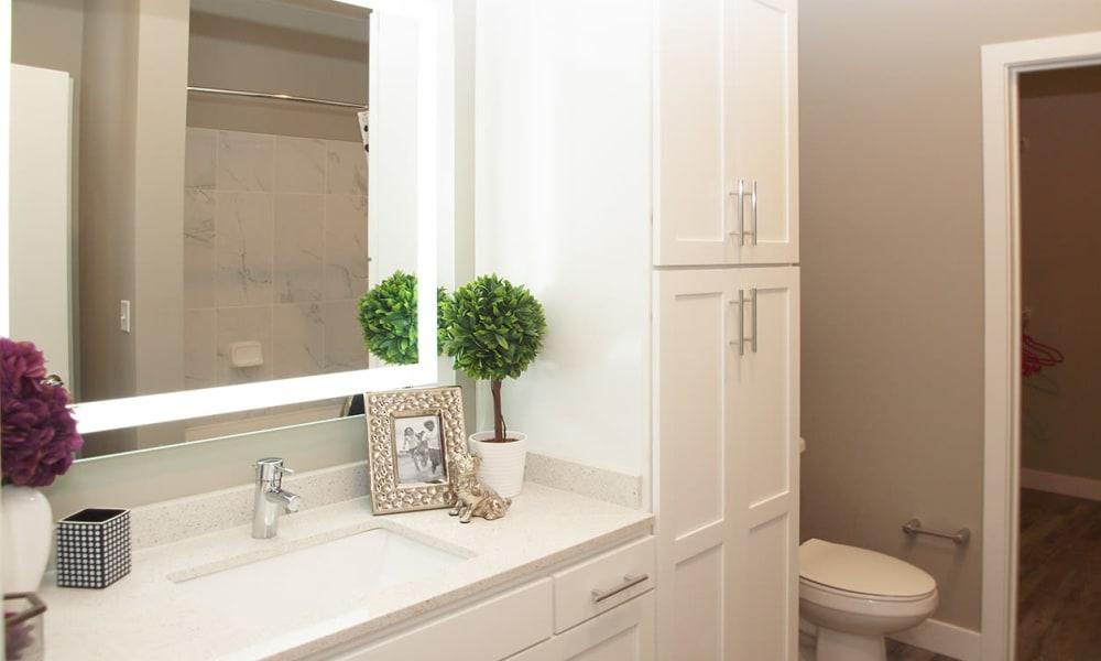 Rialto Hurstbourne offers a Bathroom in Louisville, Kentucky