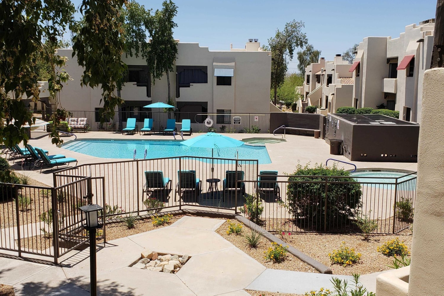Amenities at Casa Santa Fe Apartments:Stainless Steel ...