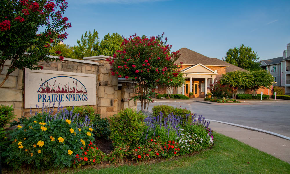 Beautiful sign and clubhouse at Prairie Springs in Oklahoma City, Oklahoma