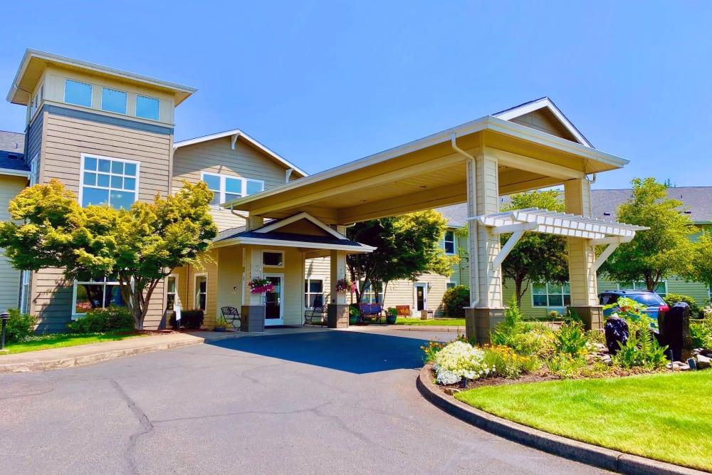 Exterior view of Evergreen Senior Living in Eugene, Oregon