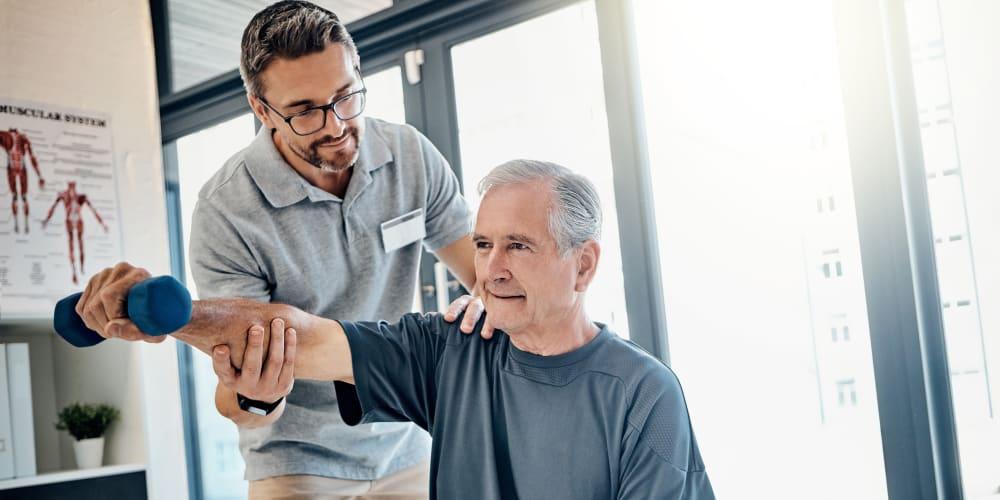A staff member helping a resident in the Live 2B Healthy program at Prairie Hills Senior Living in Cedar Rapids, Iowa