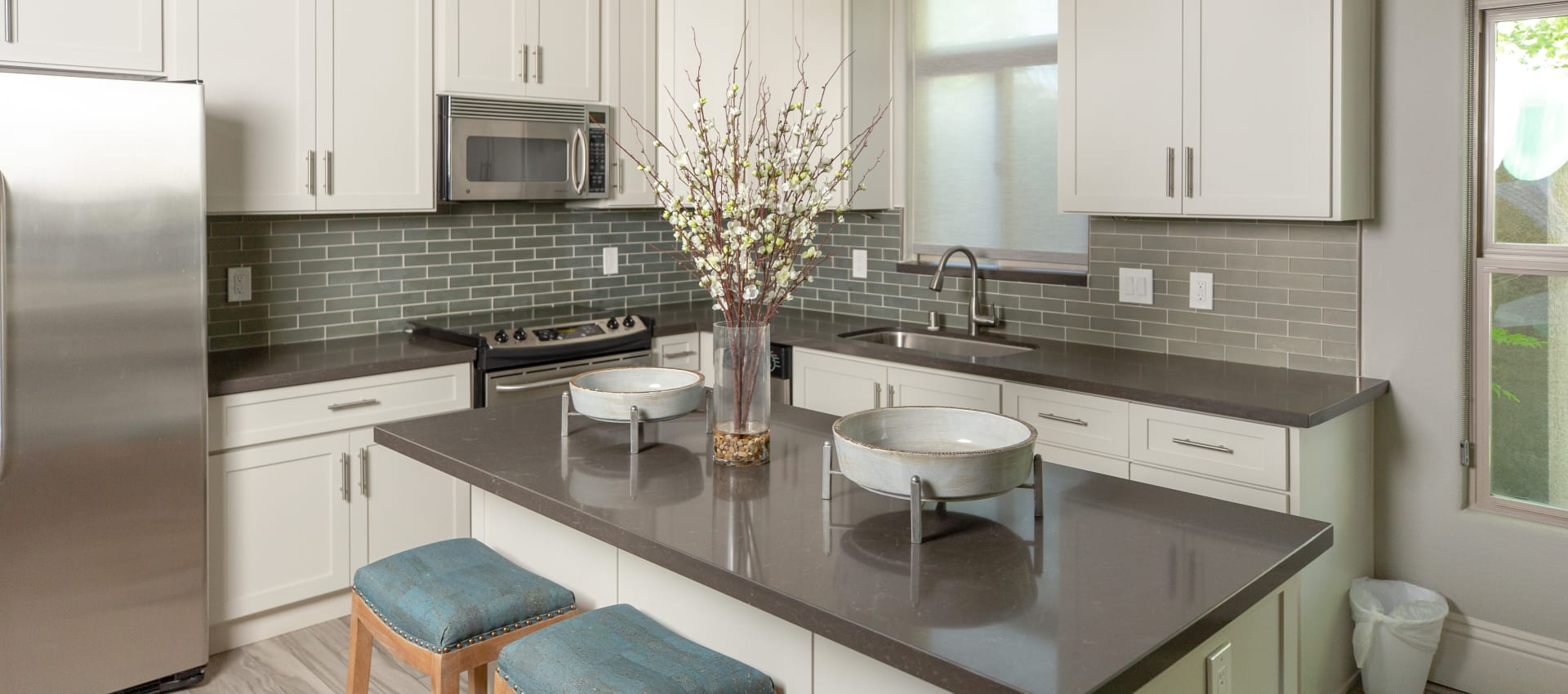 Clubhouse kitchen at Wolf Ranch Condominium Rentals in Sacramento