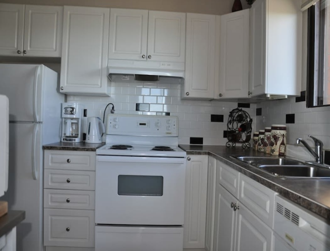 Enjoy apartments with a kitchen at Glenmore Gardens