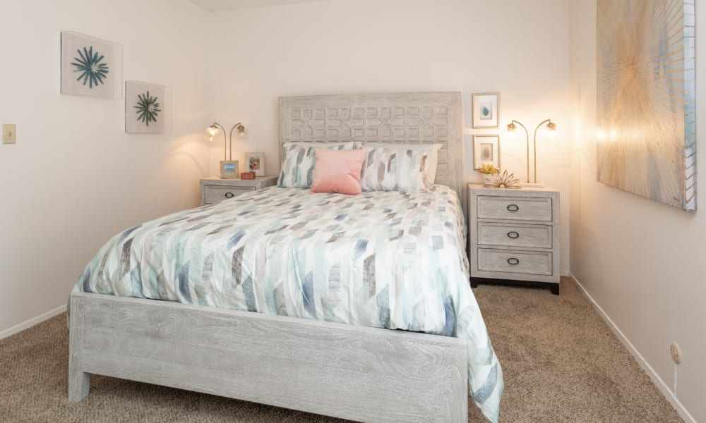 An apartment with a large bed at Mountain Village in El Paso, Texas