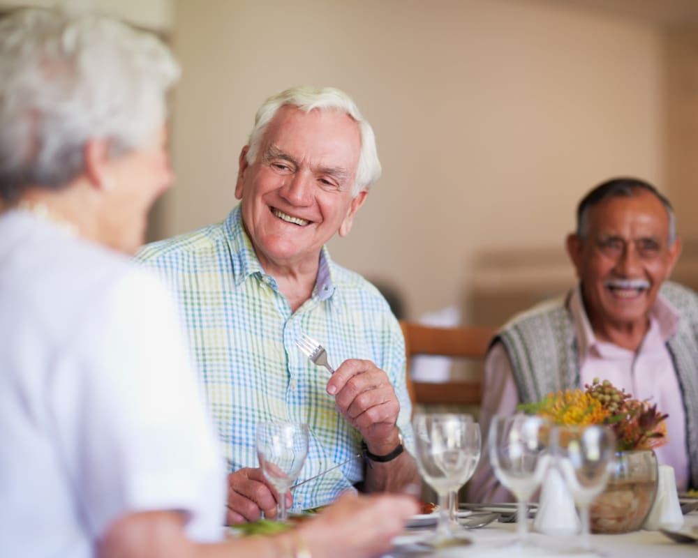 Residents talking and eating at Edencrest at Riverwoods in Des Moines, Iowa.