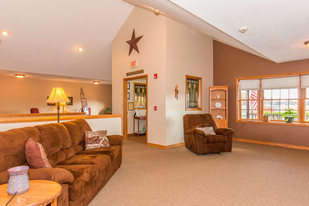 Well lit sitting room at Emerald Glen of Olney in Olney, Illinois
