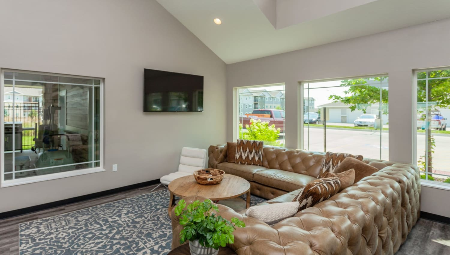 Residents hanging out in their living room at Autumn Ridge in Waukee, Iowa