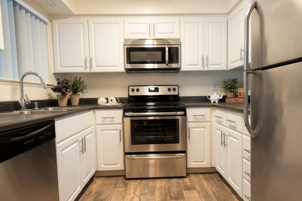 Large kitchen for family dinners at Hidden Lake Condominium Rentals in Sacramento, California