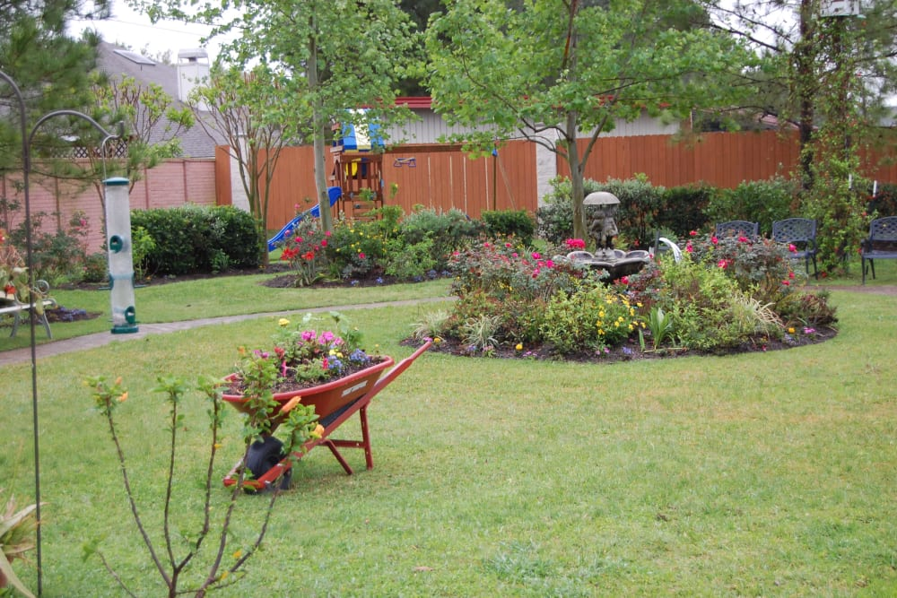 The community courtyard at Autumn Grove Cottage at Katy in Katy, Texas