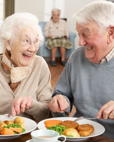 Residents enjoying a meal together at Aspen Valley Senior Living in Boise, Idaho