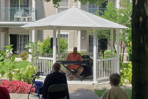 Jazz Courtyard Concert with Alvin Waddles