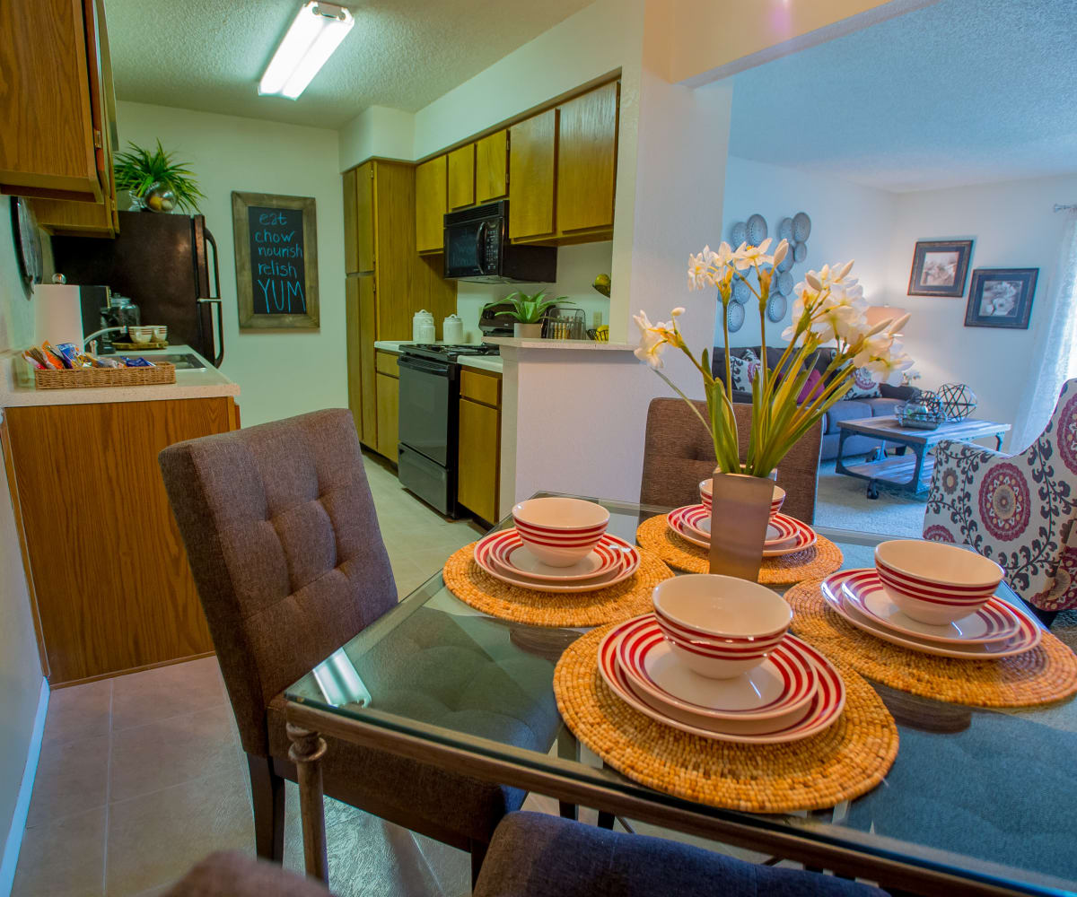 Cedar Glade Apartments dining room and kitchen in Tulsa, Oklahoma