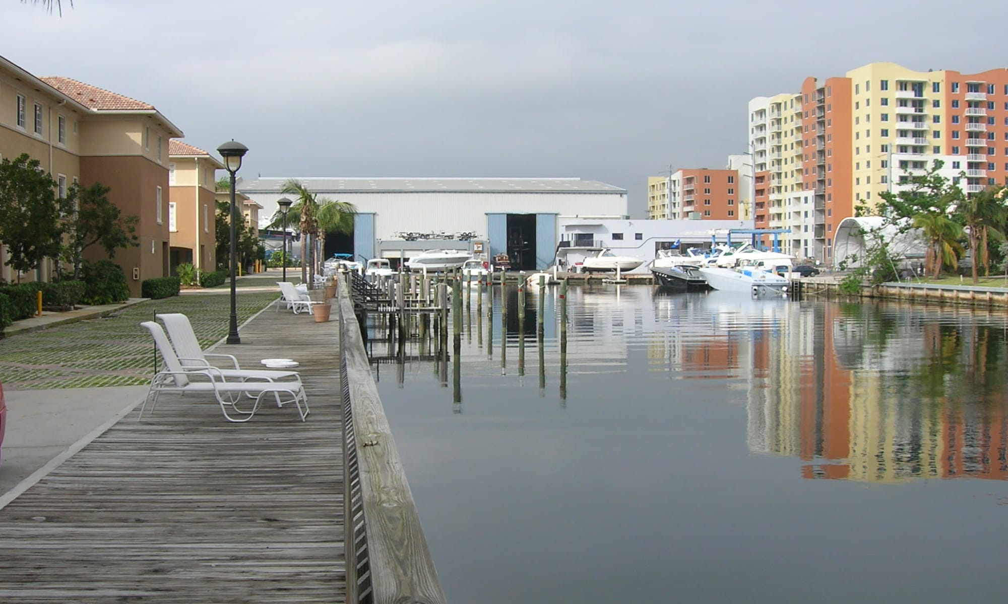 View of Aquamarina Hi-Lift harbor with buildings in the background