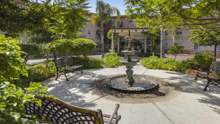 Merrill Gardens at Oceanside courtyard
