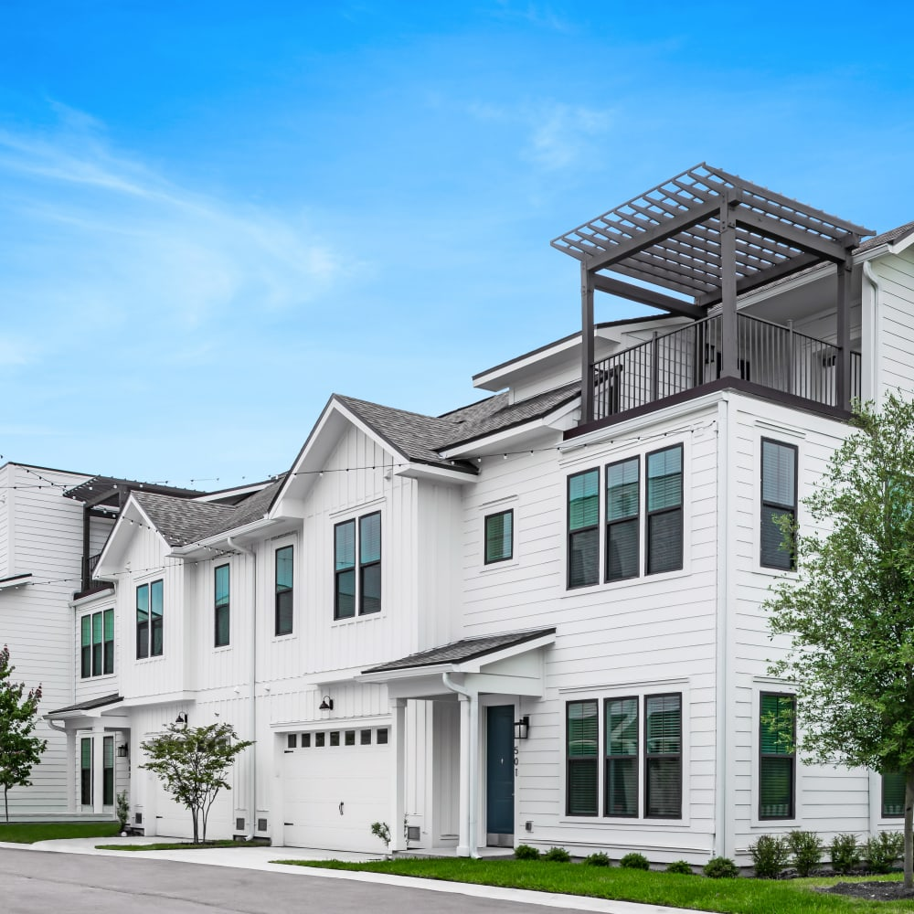 View the site for Cottage at North Beach apartments in Atlantic Beach, Florida