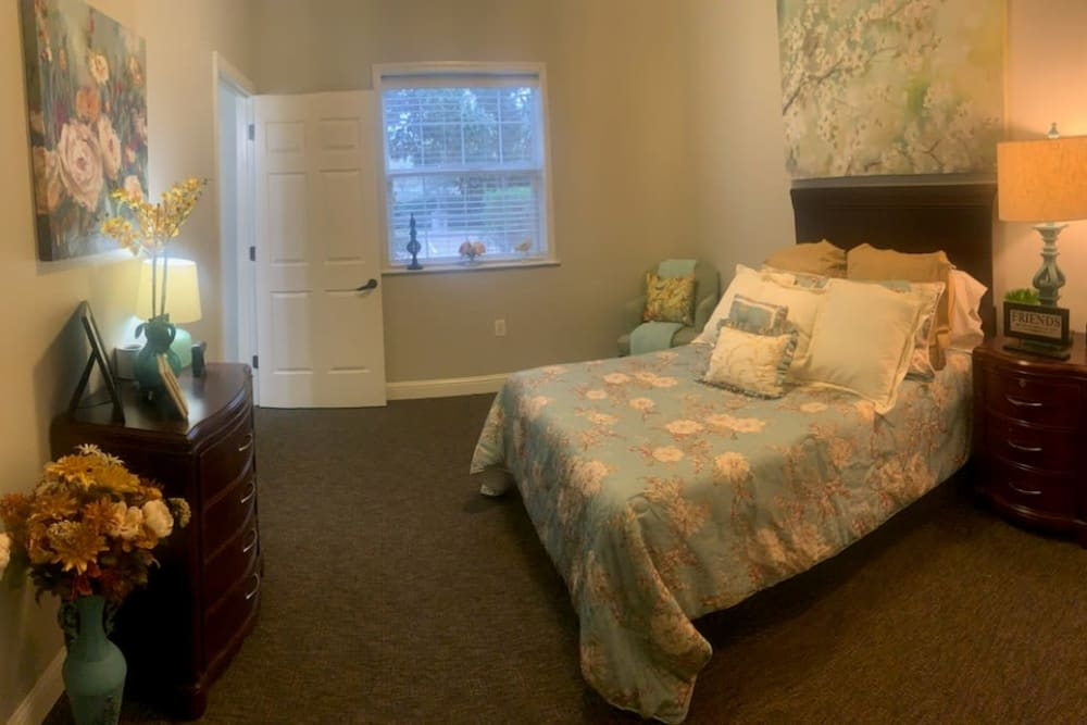 Another resident bedroom at Creekside Alzheimer's Special Care Center in Pearland, Texas