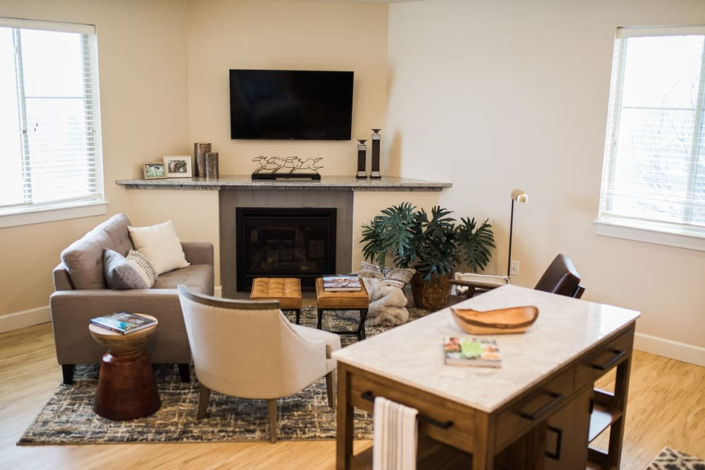 A cozy living room with a fireplace at Touchmark on Saddle Drive in Helena, Montana