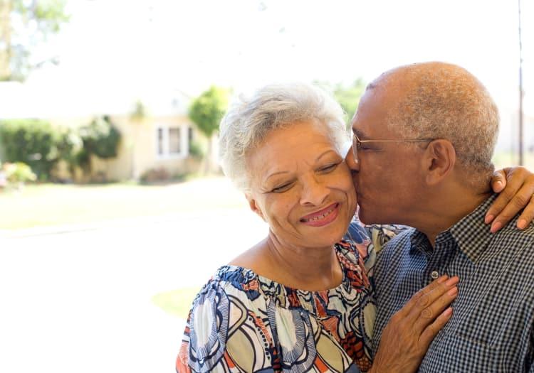 Residents kissing at The Gardens at Jackson Creek