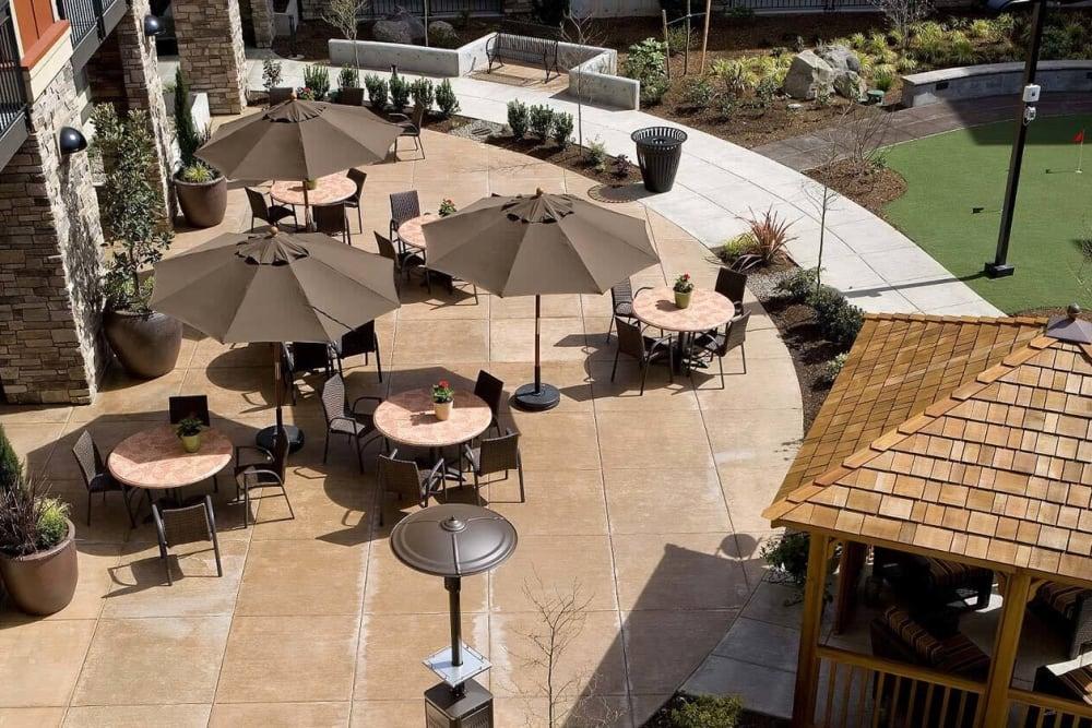 Inviting patio courtyard at The Springs at Tanasbourne in Hillsboro, Oregon.