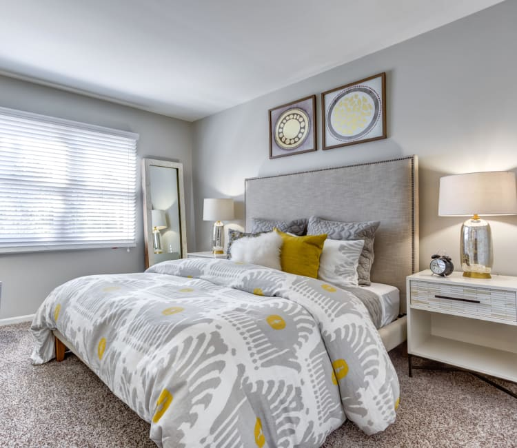 /Spacious master bedroom with plush carpeting at Lakeview Townhomes at Fox Valley in Aurora, Illinois