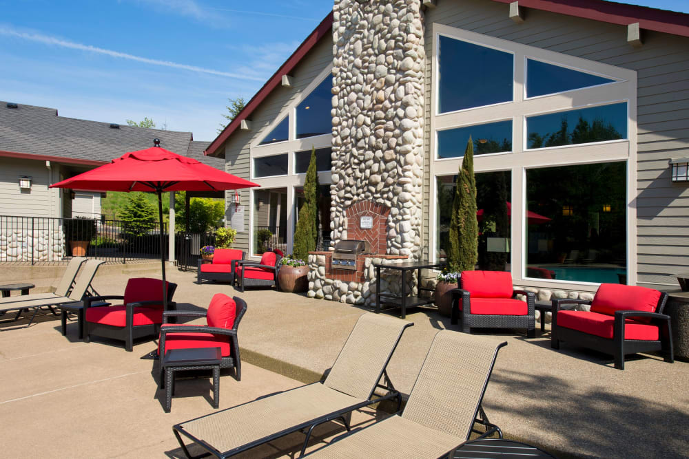 Outdoor BBQ and seating area at Altamont Summit in Happy Valley, Oregon
