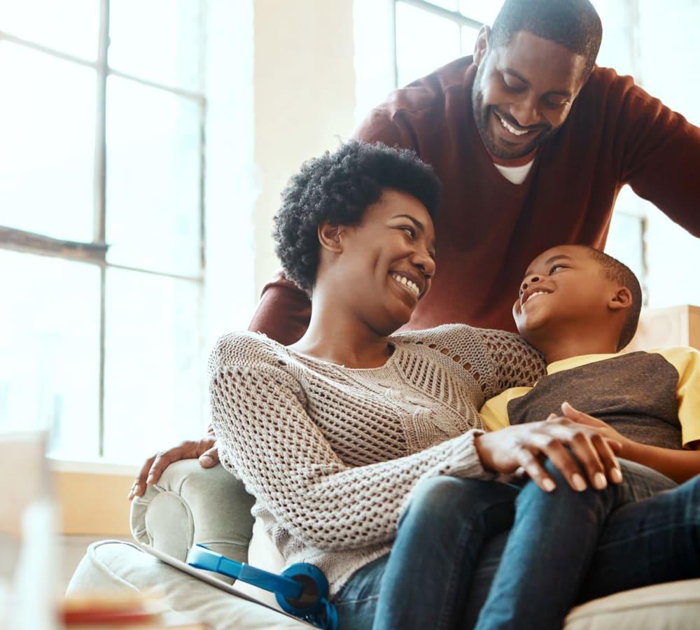 Happy family at Oaks Braemar in Edina, Minnesota