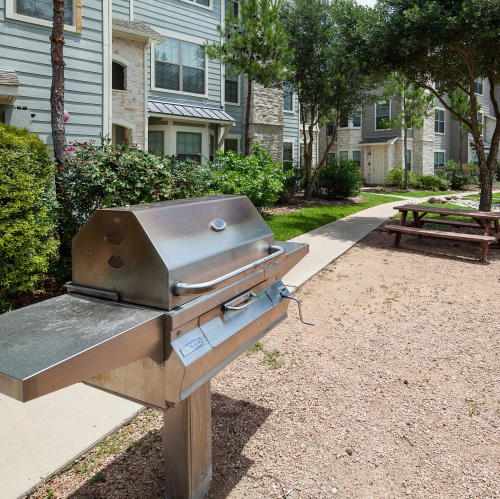 Outdoor BBQ and seating at Lakefront Villas in Houston, Texas