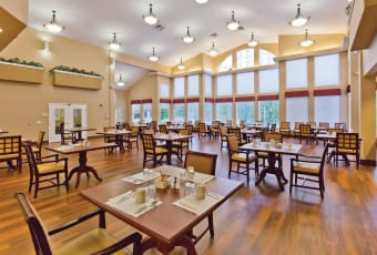 Large dining room for residents at Heron Pointe Senior Living in Monmouth, Oregon